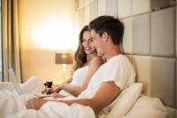 Łóżko małżeńskie - symbol miłości i podstawowy mebel w sypialni